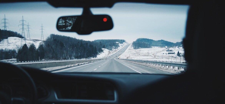 driving-916405_1920